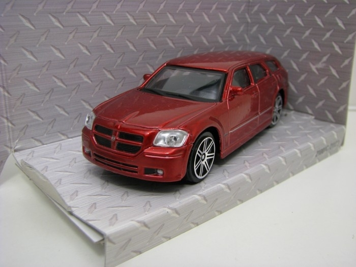 Dodge Magnum R/T 2006 Red 1:43 Maisto